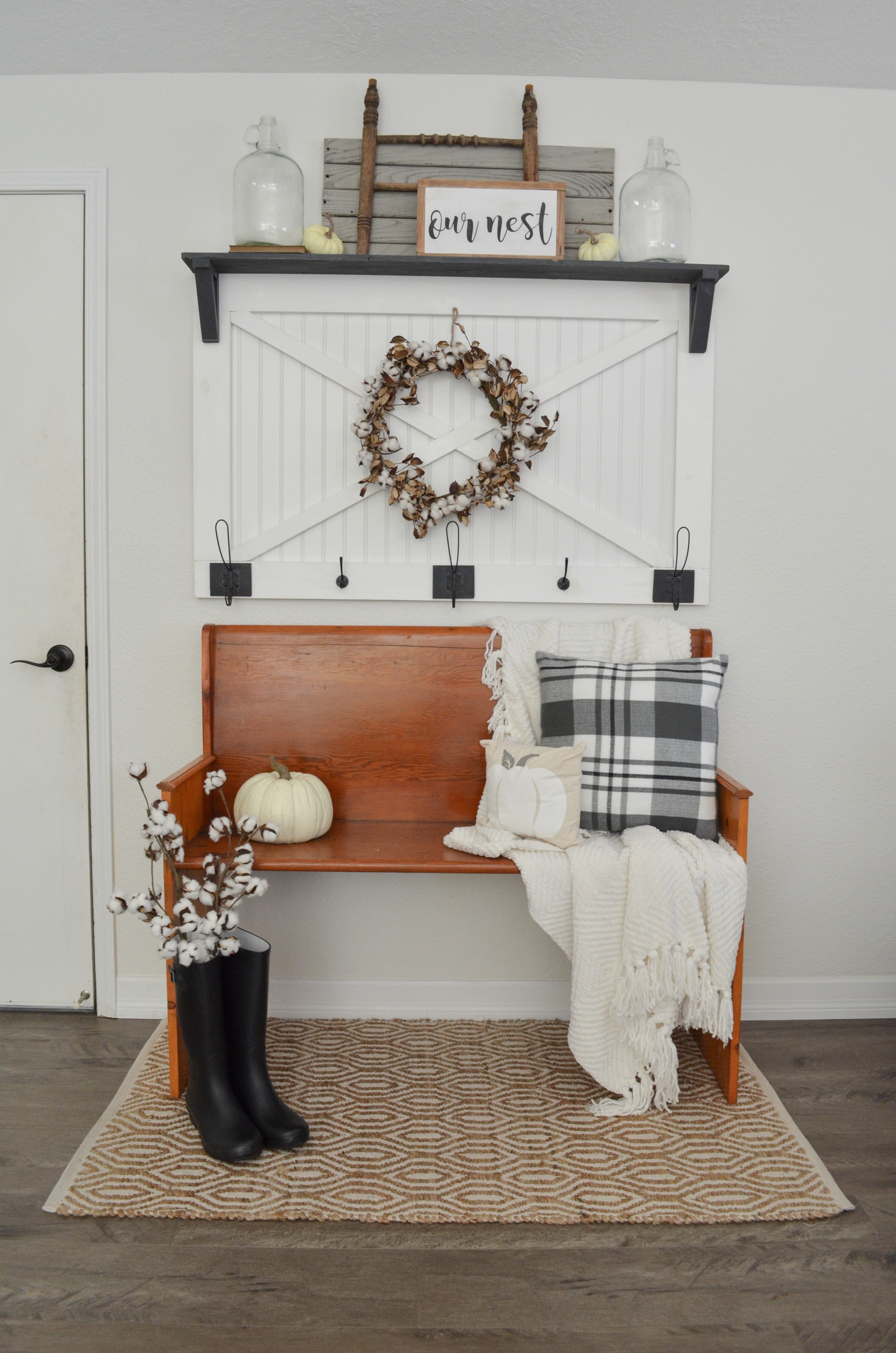 Cozy fall farmhouse entryway farm fresh homestead for Farmhouse mudroom ideas