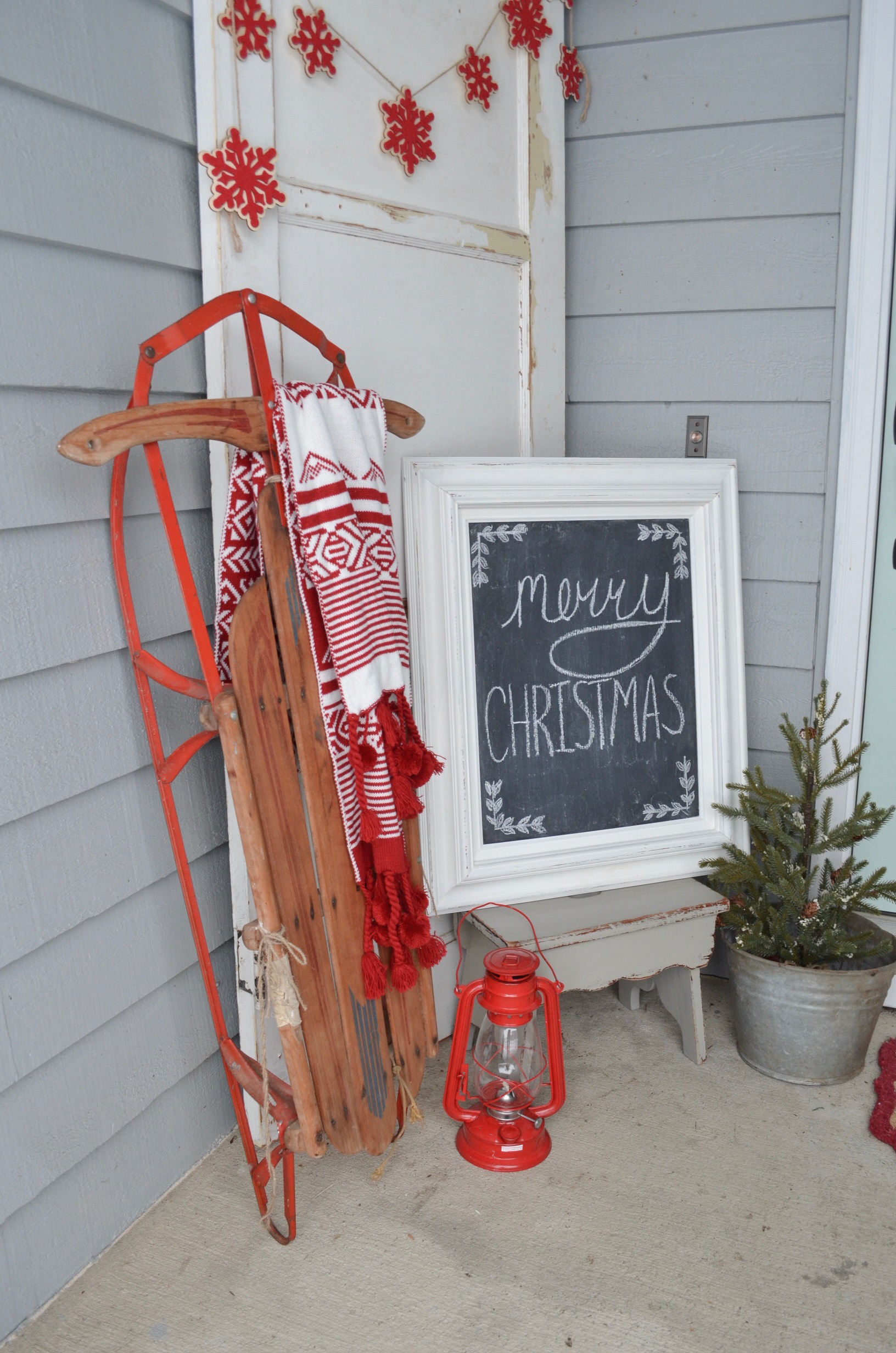 3 ways to decorate with a vintage sled farm fresh homestead for Antique sled christmas decoration